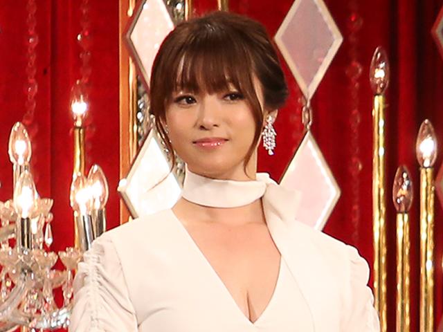 深田恭子の美ボディーに絶賛の嵐!ワンショルダー&膝上30センチのセクシー衣装