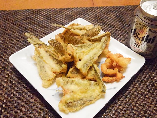 江戸前のハゼの天ぷらをビールと共に